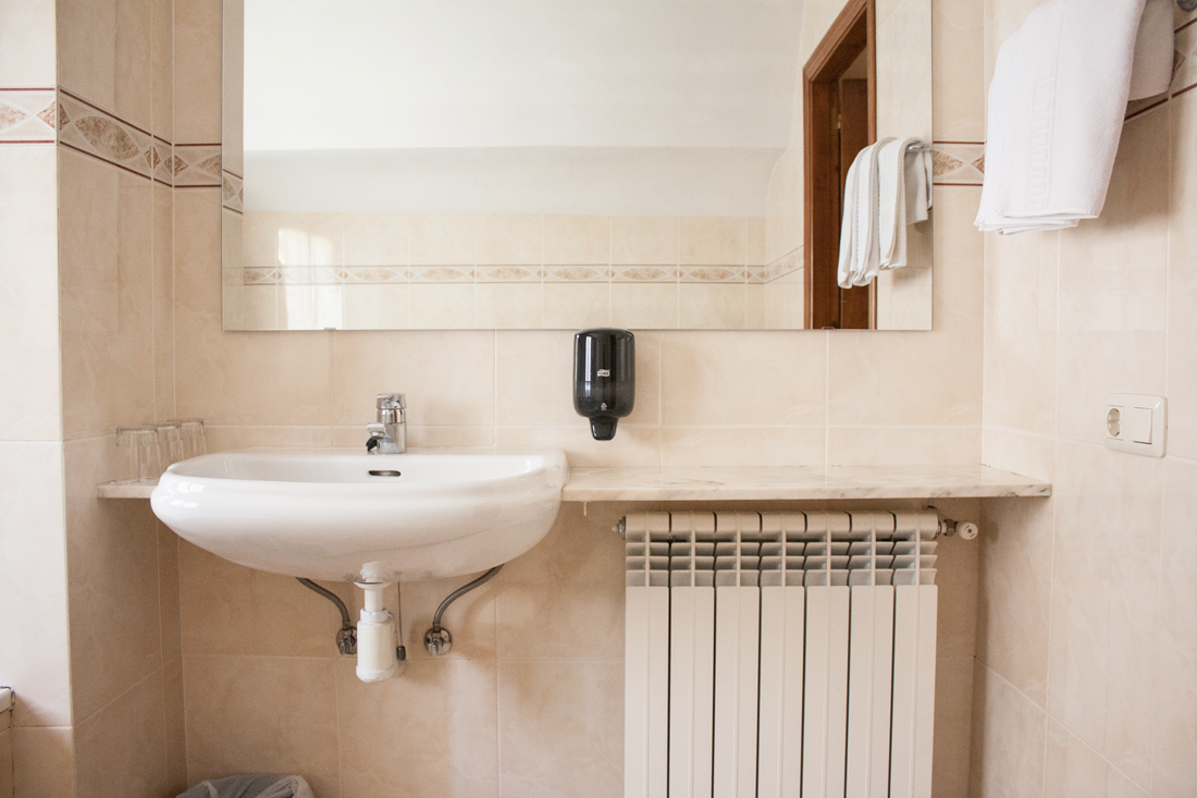 Habitación triple | Baño adaptado